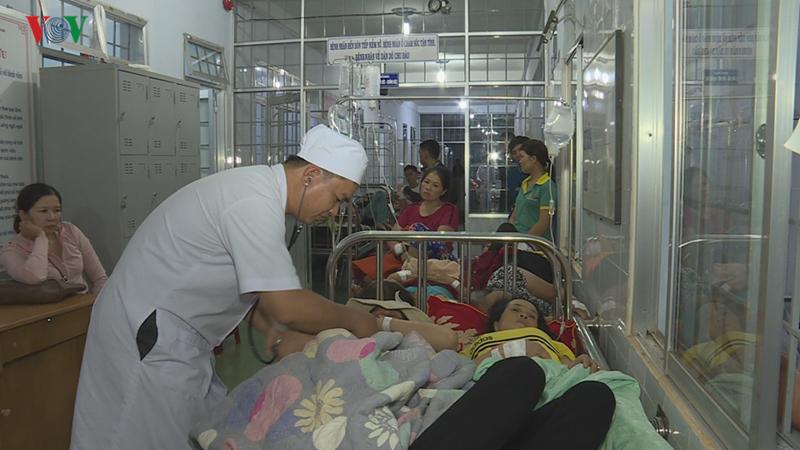 Gần 200 người nhập viện sau ăn tiệc cưới do ngộ độc thực phẩm