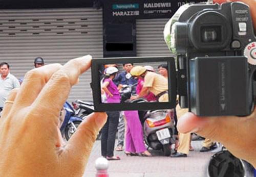 Sẽ hạn chế việc quay clip, chụp ảnh giám sát CGST làm nhiệm vụ?