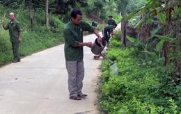Cựu chiến binh thôn Bản Coóng tham gia xây dựng nông thôn mới