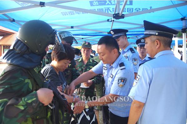 Bàn giao 395 đối tượng có hành vi tổ chức đánh bạc cho lực lượng chức năng Trung Quốc