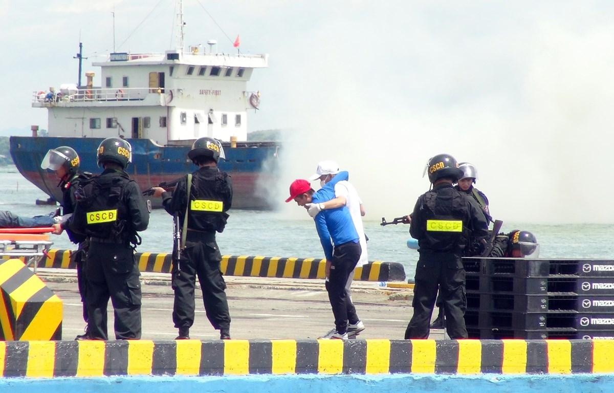 Nâng cao kỹ năng tác chiến xử lý khủng bố, bảo đảm an ninh cảng biển