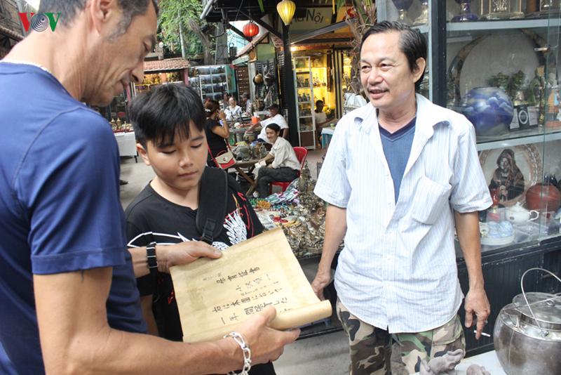 Ảnh: Khám phá chợ đồ cổ giữa lòng Sài Thành