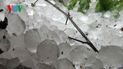 Miền Bắc xuất hiện mưa đá, dông lốc trong những ngày tới