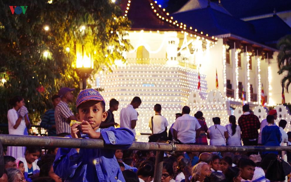 Cận cảnh lễ hội Phật giáo lớn nhất tại Sri Lanka