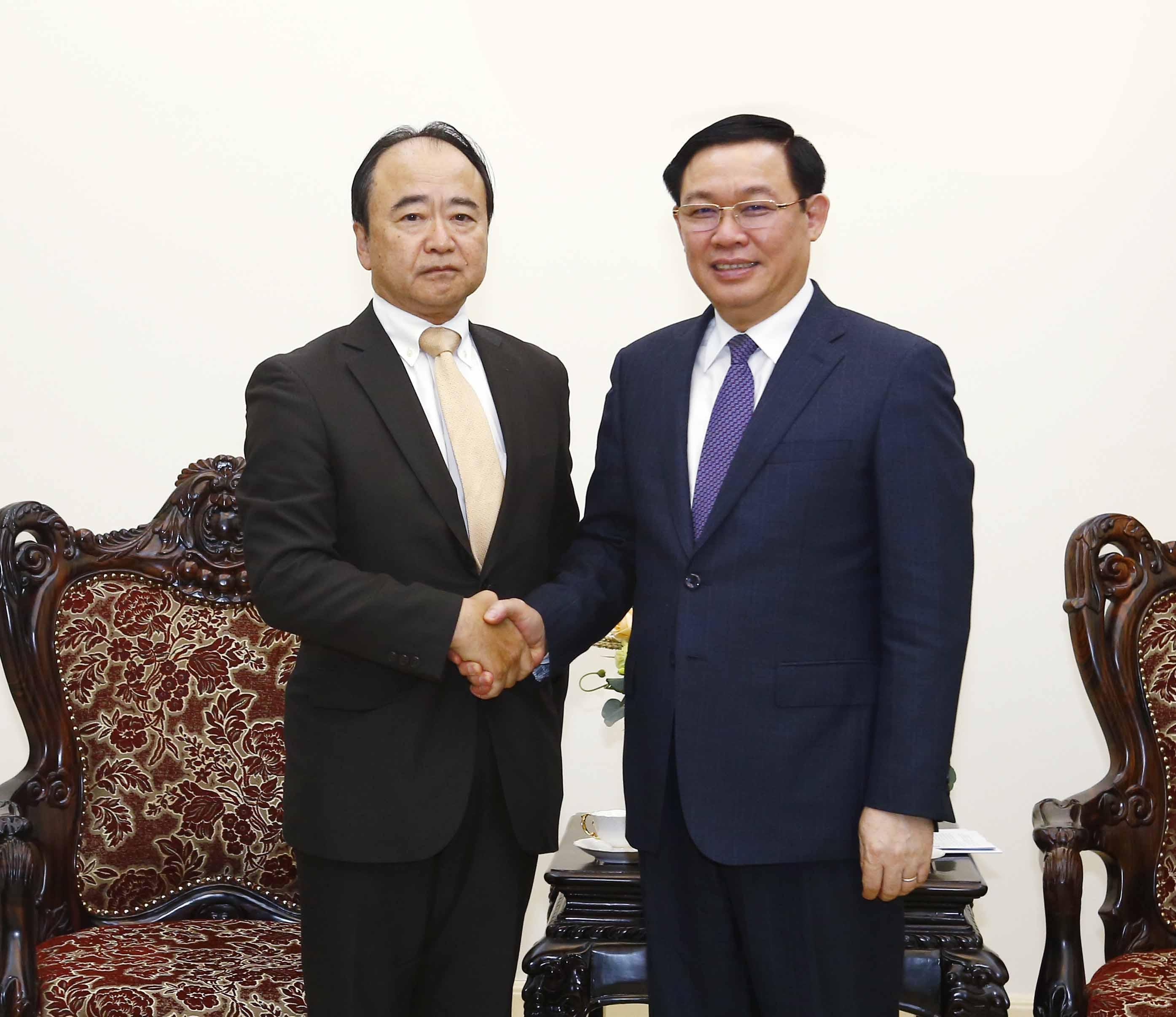 Phó Thủ tướng Vương Đình Huệ tiếp Chủ tịch Công ty dịch vụ tài chính AEON