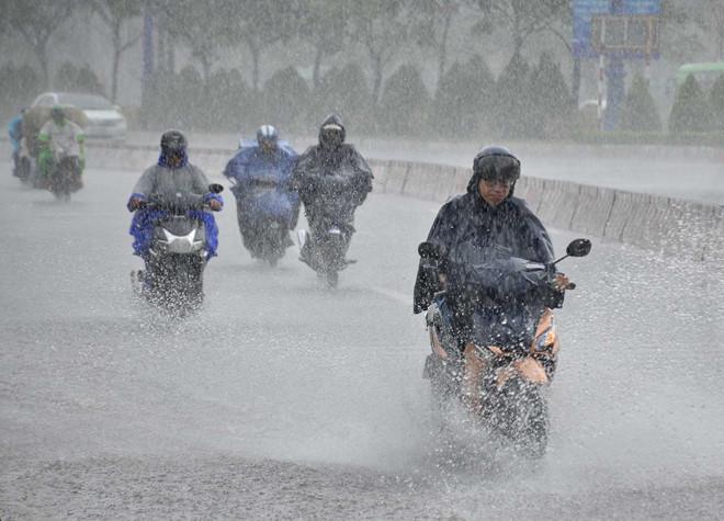 Thời tiết hôm nay: Bắc bộ mưa diện rộng, miền Trung nắng nóng gay gắt