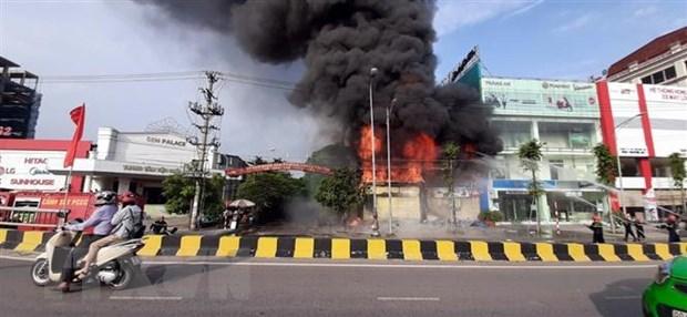 Bắc Giang: Cháy lớn ở siêu thị 90K, khói đen bốc ngùn ngụt