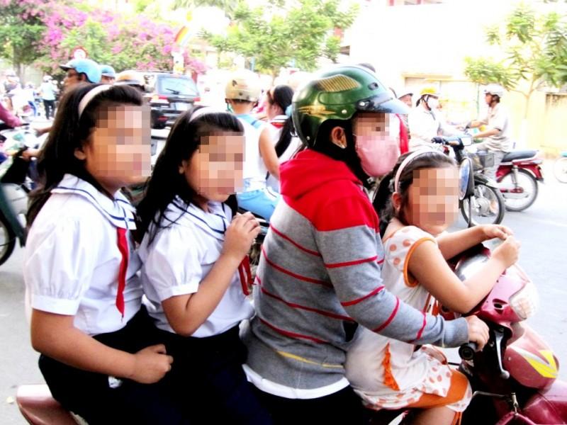 Xử lý nghiêm các hành vi vi phạm ATGT liên quan đến trẻ nhỏ
