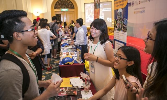 Gần 300 lưu học sinh về nước công tác