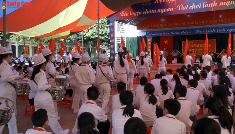 Gần 200.000 học sinh, sinh viên Lạng Sơn bước vào năm học mới