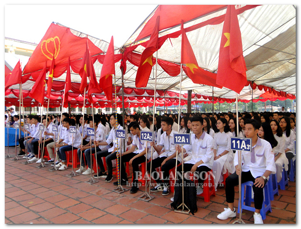 Học sinh Lạng Sơn hân hoan bước vào năm học mới