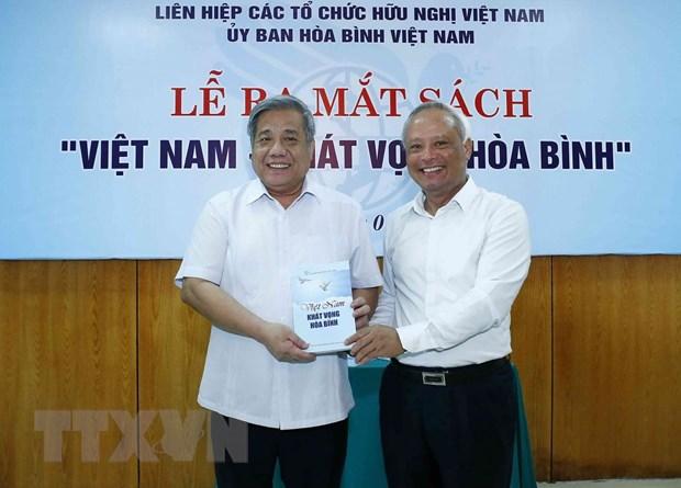 Ra mắt sách 'Việt Nam-khát vọng hòa bình' của nhiều tác giả