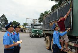 Siết chặt kiểm soát phương tiện chở hàng cơi nới thành, thùng