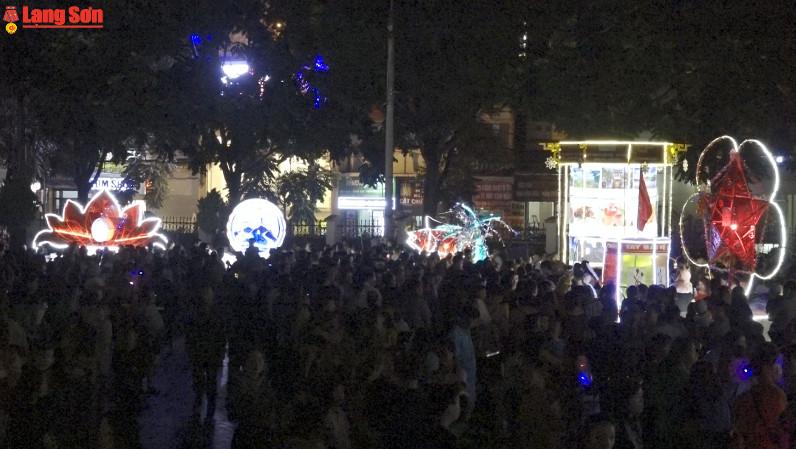 Hơn 1.200 người tham dự Đêm hội trăng rằm Xứ Lạng