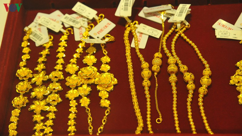 Giá vàng trong nước tăng nhưng vẫn dưới mức 42 triệu đồng/lượng