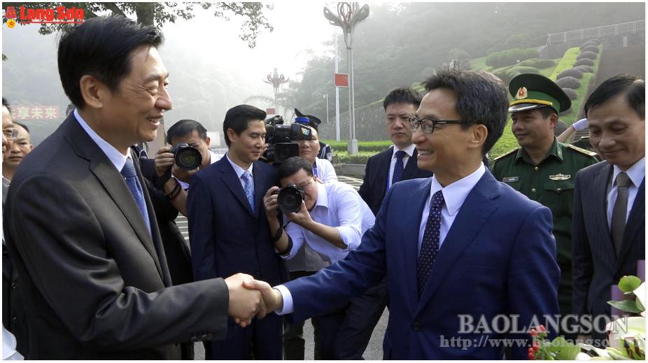 Lãnh đạo tỉnh Lạng Sơn tiễn Phó Thủ tướng Chính phủ Vũ Đức Đam và đoàn công tác dự hội chợ triển lãm Trung Quốc – ASEAN