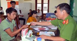 Tạo thuận lợi giải quyết thủ tục cho tổ chức, cá nhân tại thôn, khối phố sau sáp nhập