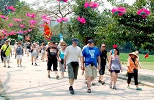 Việt Nam đón gần 13 triệu du khách quốc tế