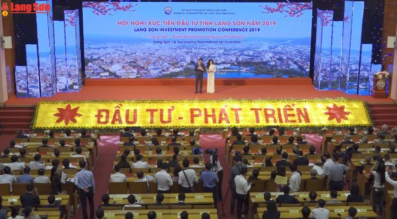Thủ tướng Nguyễn Xuân Phúc dự Hội nghị xúc tiến đầu tư và làm việc với lãnh đạo tỉnh Lạng Sơn