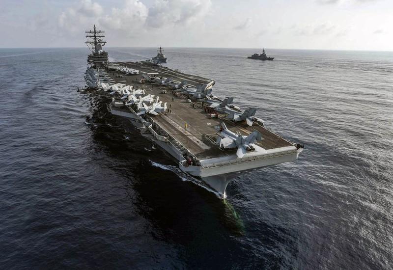 Tàu chiến Trung Quốc đeo bám tàu sân bay Mỹ ở Biển Đông?