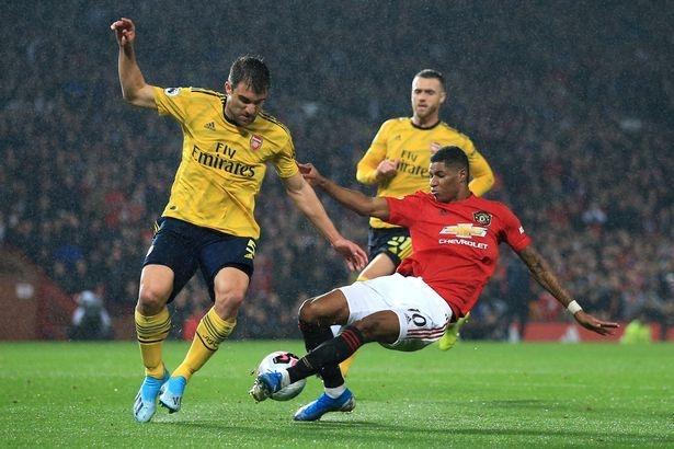 Man United và Arsenal bất phân thắng bại