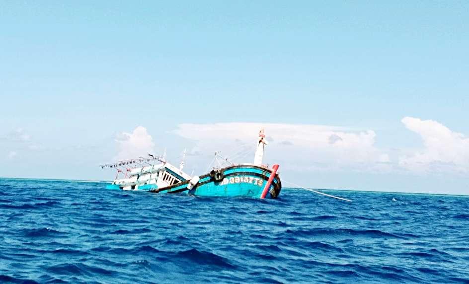 Đảo Đá Tây, Tàu 624 Hải quân cứu 12 ngư dân Bình Định bị chìm tàu