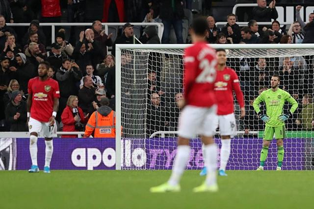 Man United thua bạc nhược trên sân của Newcastle