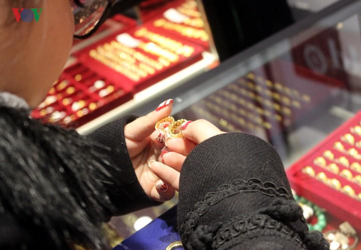Giá vàng đang tăng sát mốc 42 triệu đồng/lượng