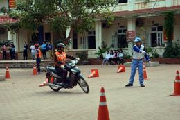 Huyện đoàn Lộc Bình: Xung kích tuyên truyền luật giao thông