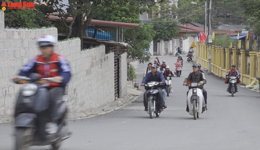 Học sinh vô tư vi phạm pháp luật về giao thông