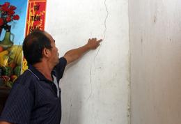 Khánh Khê: Nhà dân bị nứt nghi do nổ mìn thi công dự án