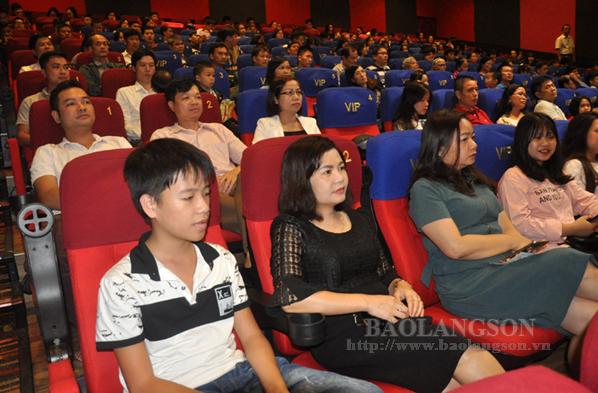 Khai mạc đợt phim kỷ niệm các ngày lễ lớn của tỉnh