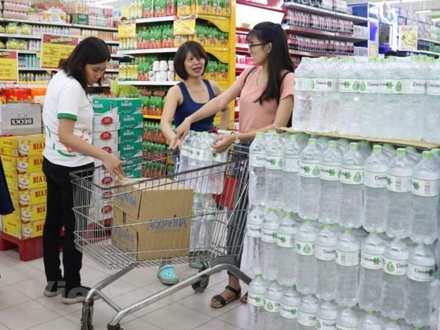Siêu thị giảm giá, bán nước không lợi nhuận giữa 'cơn sốt' nước sạch