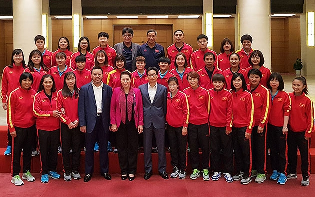 Chủ tịch QH Nguyễn Thị Kim Ngân gặp mặt Đội tuyển bóng đá nữ