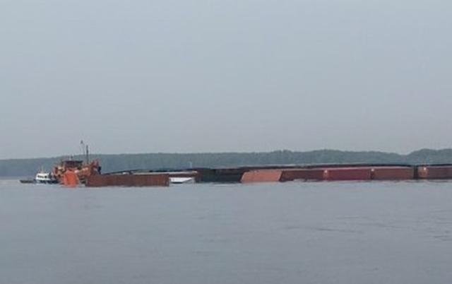 Chìm tàu chở container trên sông tại huyện Cần Giờ