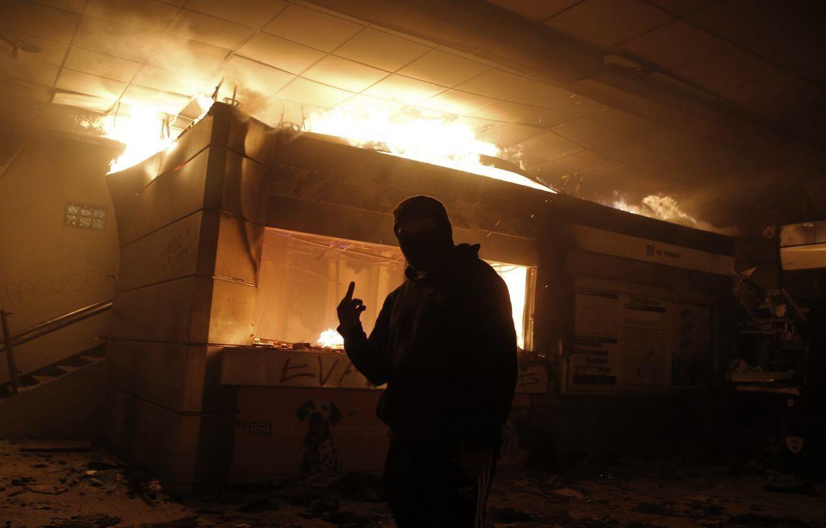 Tổng thống Chile ban bố tình trạng khẩn cấp do biểu tình bạo lực
