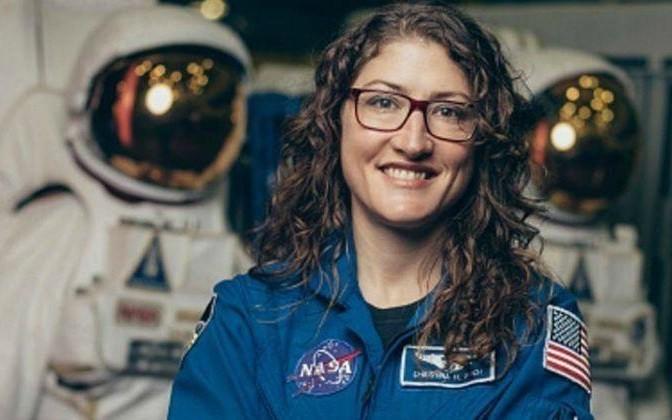 Lần đầu tiên nhóm phi hành gia toàn là nữ giới đi bộ ngoài không gian