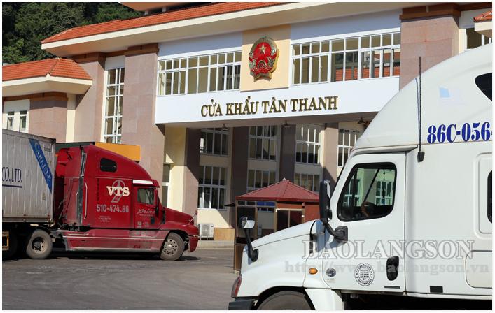 Giải tỏa xe chở hàng hóa ùn ứ tại cửa khẩu Tân Thanh: Cần giải pháp dài hơi