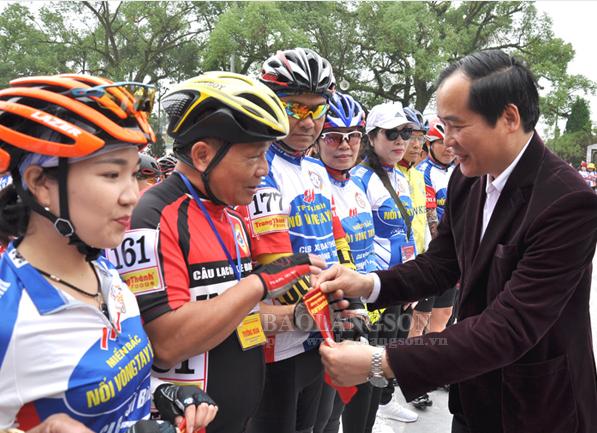 Trên 700 vận động viên tham dự giải đua xe đạp - Cúp Nối vòng tay lớn miền Bắc