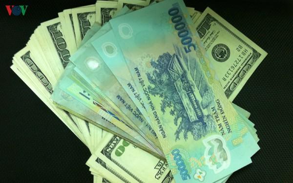 Tỷ giá trung tâm giảm nhẹ, giá USD trong nước ít biến động