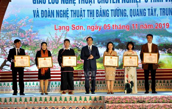 Giao lưu nghệ thuật chuyên nghiệp 6 tỉnh Việt Bắc và Đoàn nghệ thuật thị Bằng Tường, Quảng Tây, Trung Quốc
