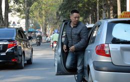 Mở cửa ôtô không quan sát - mất an toàn giao thông