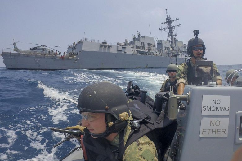 Tàu chiến Mỹ áp sát các thực thể Trung Quốc chiếm trái phép ở Biển Đông