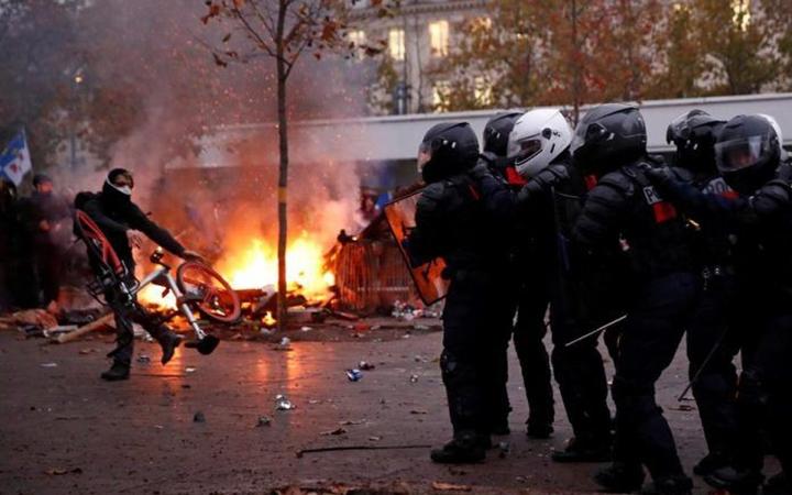 Pháp tìm cách đối thoại về cải cách lương hưu