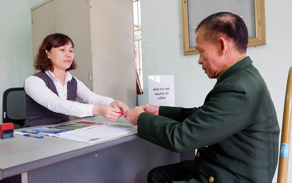 Bưu điện chi trả an toàn 5.800 tỷ đồng cho người có công