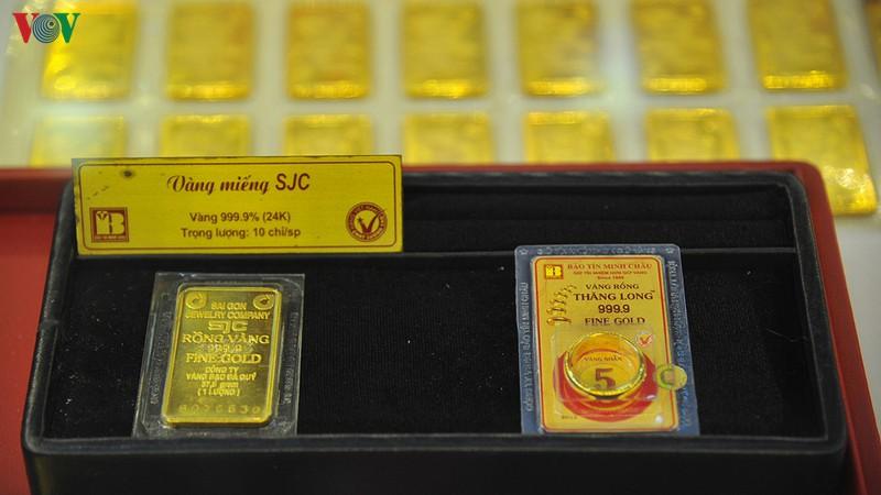 Giá vàng SJC giảm nhẹ khi giá thế giới đứng yên