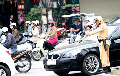 Xử lý nghiêm việc sử dụng biển số giả và thiết bị thay đổi biển số xe