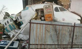Máy bay chở 100 người đâm vào tòa nhà ở Kazakhstan, 9 người chết