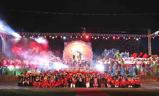 Rực rỡ sắc màu trong ngày khai mạc Lễ hội ném còn tại Lai Châu