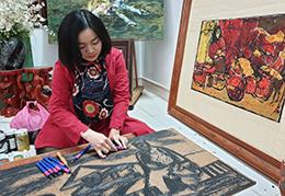 Nữ họa sĩ đam mê tranh khắc gỗ